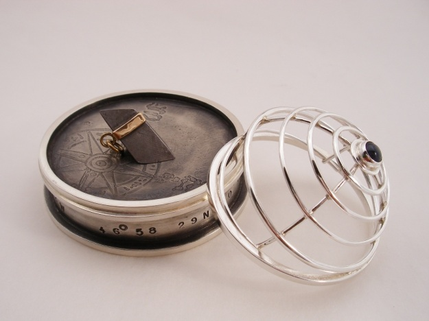 D. Bréchault : Homing Device - Pendant with lidded stand. 14k gold, silver, Gibeon meteorite, magnet, iolite, patina.